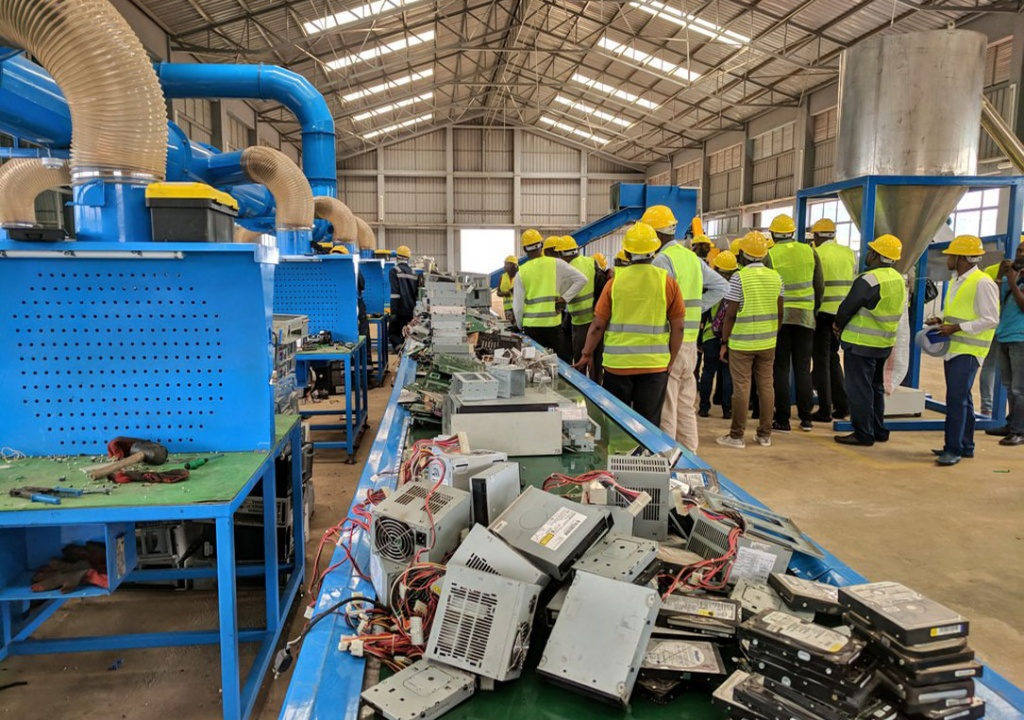 Foreign-media-touring-theE-Waste-Recycling-Facility-1024x720